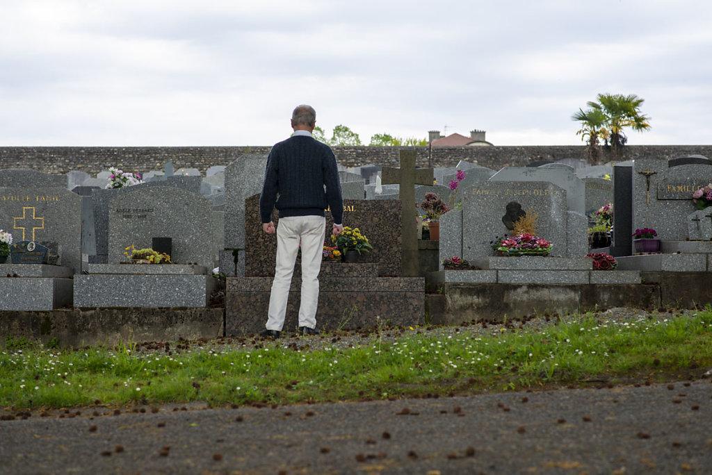 Parentalité - Au cimetière
